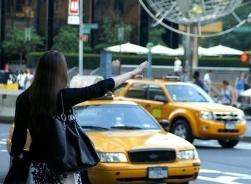 Corte UE: nessuna autorizzazione per le app non collegate a un servizio di trasporto