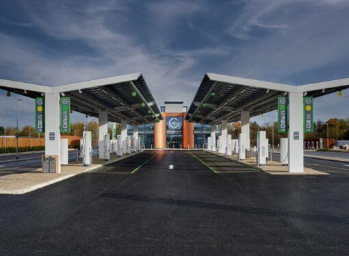 """Gran Bretagna: Gridserve Electric Highway, le stazioni di ricarica sono """"targate"""" ABB"""